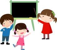 Tableau noir d'école avec des enfants Photographie stock