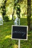 Tableau noir de mariage dans le jardin Images stock