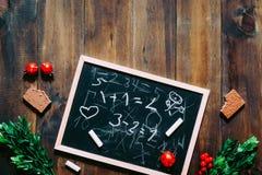 Tableau noir et craie avec des mathématiques écrites par des enfants avec c Photos libres de droits