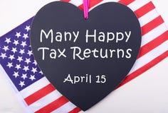 Tableau noir et drapeau de jour d'impôts des Etats-Unis Images stock