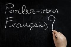Tableau noir vous de main d'écriture de Parlez Francais Images stock