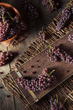 Tableau organique cru Champagne Grapes Photo stock
