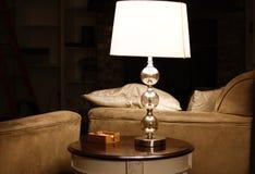 Tableau, sofa, lampe, obscurité Photo stock