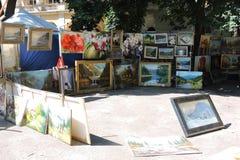 Tableaux peints par vente de rue, Ukraine photo stock