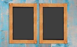 Tableaux sur le mur en bois photo stock