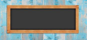 Tableaux sur le mur en bois photographie stock libre de droits