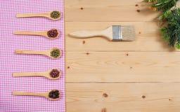 Tablecloth, drewniana łyżka na drewnie, Zdjęcie Royalty Free