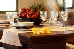 tablecloth för tabell för kaviarmatställepannkakor arkivbilder