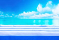 Tablecloth w błękitnych lampasach, morski tło Zdjęcie Royalty Free