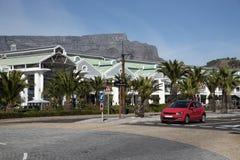 TableMountain和商业区在江边开普敦南非 库存照片