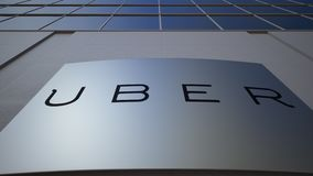 Tablero al aire libre de la señalización con Uber Technologies Inc LOGOTIPO Edificio de oficinas moderno Representación editorial almacen de metraje de vídeo