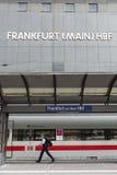 Tablero central del horario de la estación de tren de Francfort Fotos de archivo libres de regalías