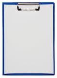 Tablero con las hojas de papel en blanco Imagen de archivo libre de regalías