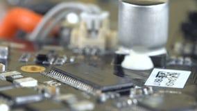 Tablero dañado con los microprocesadores metrajes