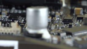Tablero dañado con los microprocesadores almacen de metraje de vídeo