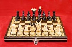 Tablero de ajedrez antes de la batalla Imagenes de archivo