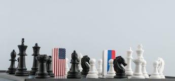 Tablero de ajedrez con las banderas de países foto de archivo libre de regalías