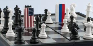 Tablero de ajedrez con las banderas de países imágenes de archivo libres de regalías
