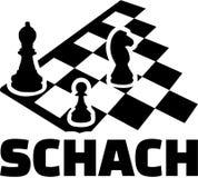 Tablero de ajedrez con palabra alemana Empeño y caballo del obispo Imagen de archivo libre de regalías