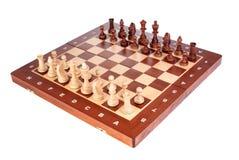 Tablero de ajedrez de madera con las paces listas para jugar Fotos de archivo