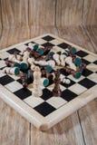 Tablero de ajedrez y figuras Foto de archivo libre de regalías