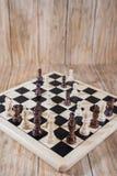 Tablero de ajedrez y figuras Imagen de archivo