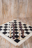Tablero de ajedrez y figuras Fotografía de archivo libre de regalías