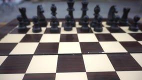 Tablero de ajedrez y piedras