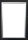 Tablero de anuncio en blanco en la pared negra Fotografía de archivo