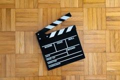 Tablero de chapaleta de la película en piso de madera Fotos de archivo