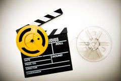 Tablero de chapaleta de la película y 8 milímetros estupendos de los carretes del vintage de efecto del color fotos de archivo libres de regalías