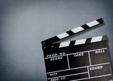 Tablero de chapaleta de la película en fondo gris Fotografía de archivo