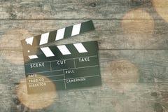 Tablero de chapaleta de la película en fondo de madera Imagenes de archivo