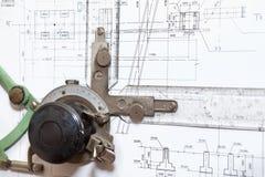 Tablero de dibujo de ingeniería con el modelo Imagen de archivo libre de regalías