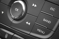 Tablero de instrumentos automotor moderno con los botones del control Fotos de archivo libres de regalías