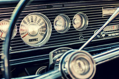 Tablero de instrumentos clásico del coche imagen de archivo libre de regalías