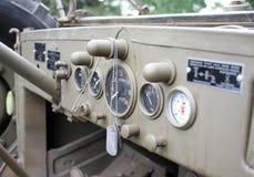 Tablero de instrumentos de un carro viejo de los militares de WWII Imagen de archivo libre de regalías