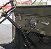 Tablero de instrumentos de un jeep viejo Imagen de archivo