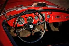 Tablero de instrumentos del automóvil descubierto británico de la puerta de la obra clásica 2 de MGA 1500, 1960 Imagen de archivo libre de regalías