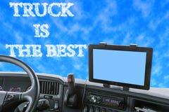 Tablero de instrumentos del camión con la inscripción en el cielo azul Imágenes de archivo libres de regalías