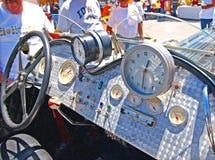 Tablero de instrumentos del coche de carreras del vintage fotos de archivo