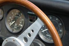 Tablero de instrumentos del coche de la vendimia imagen de archivo