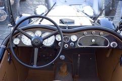Tablero de instrumentos del coche de la vendimia foto de archivo libre de regalías
