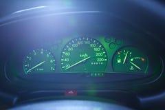 Tablero de instrumentos del coche en la noche Imagen de archivo