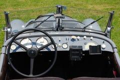 Tablero de instrumentos del coche histórico Fotos de archivo