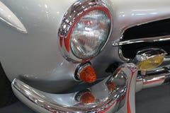 Tablero de instrumentos e interior clásicos del coche Imagen de archivo