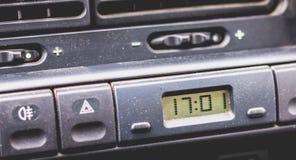 Tablero de instrumentos viejo del coche de los años 90 Foto de archivo libre de regalías