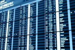 Tablero de la información del vuelo en aeropuerto. foto de archivo libre de regalías
