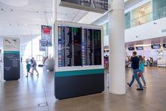 Tablero de la información en el terminal internacional del aeropuerto K Imagen de archivo libre de regalías