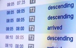 Tablero de la llegada del vuelo en aeropuerto Foto de archivo libre de regalías